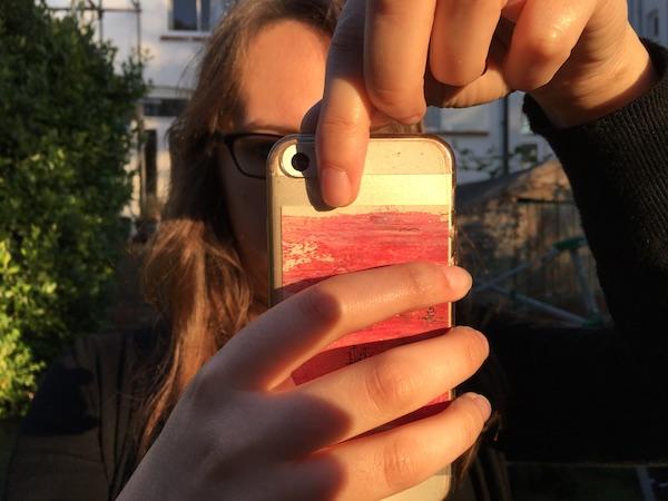 Finger lens hood